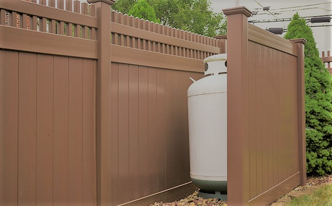 brown-vinyl-pvc-privacy-fence-illusions-6501